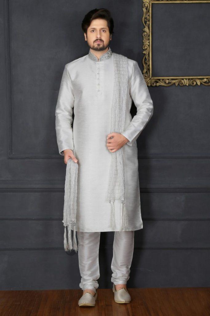 Ensemble de pyjama en soie kurta blanc cassé Banarasi